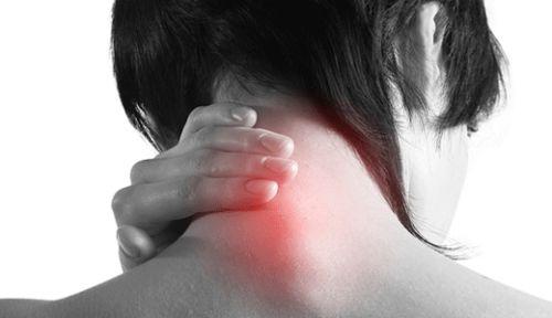 Почему больно поворачивать шею что делать в зависимости от ситуации