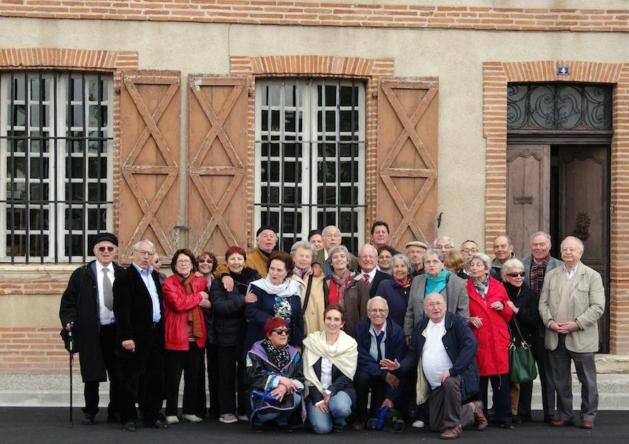 Les «anciens» devant la maison des enfants juifs de Moissac