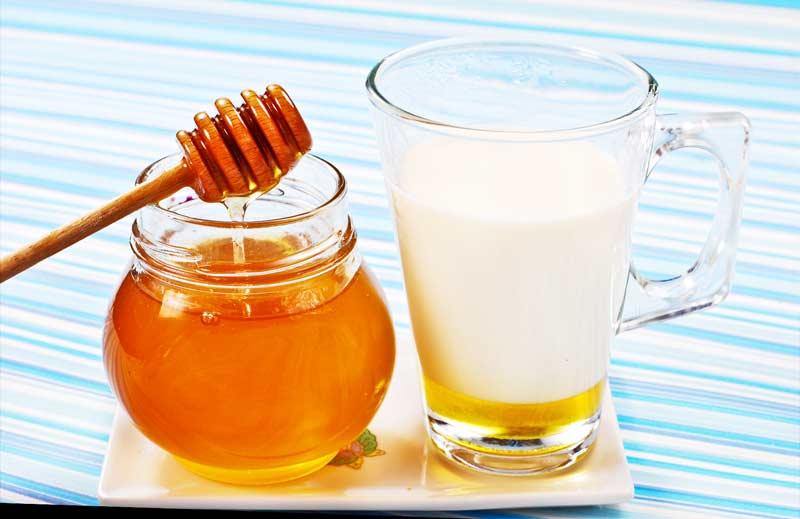 Zeep met de toevoeging van melk en honingmarmeren