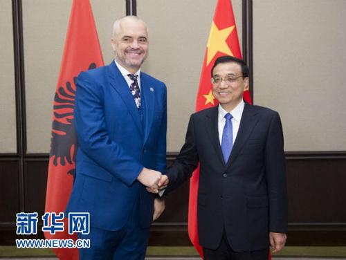 Co ciekawe Albania tak naprawdę była stroną silniejszą, gdyż obaj premierzy: chiński i albański obchodzili 65 rocznicę współpracy, która rozpoczęła się jeszcze za czasów Envera Hoxhy. http://gh.china-embassy.org