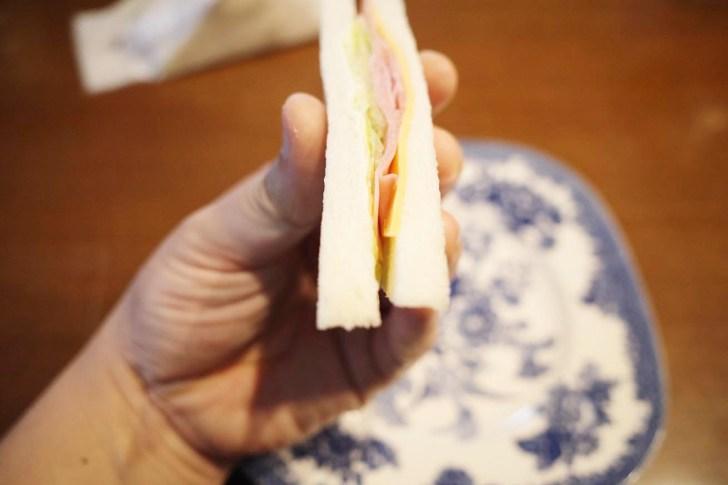サンドイッチ 食べ方