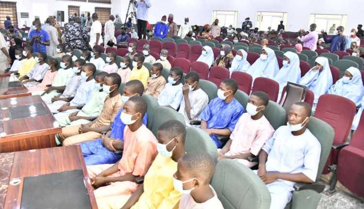 Niger Gov Receives Released Kagara Students, Staff