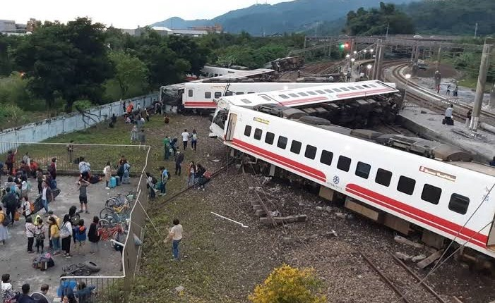 48 Dead As Taiwan Train Derails In Tunnel