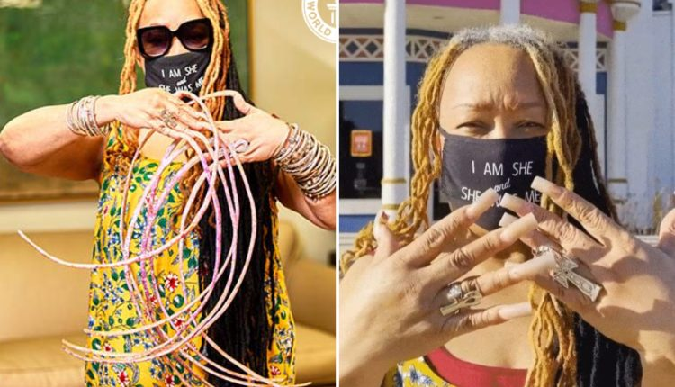 Woman With Guiness World Record For Longest Fingernails Cuts Them For The First Time In Nearly 30 Years