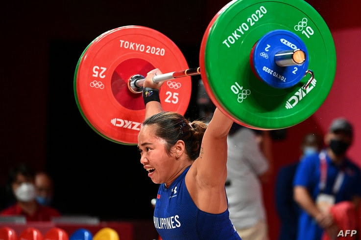 Philippines' Hidilyn Diaz competes in the women's 55kg weightlifting competition during the Tokyo 2020 Olympic Games at the Tokyo International Forum in Tokyo on July 26, 2021.