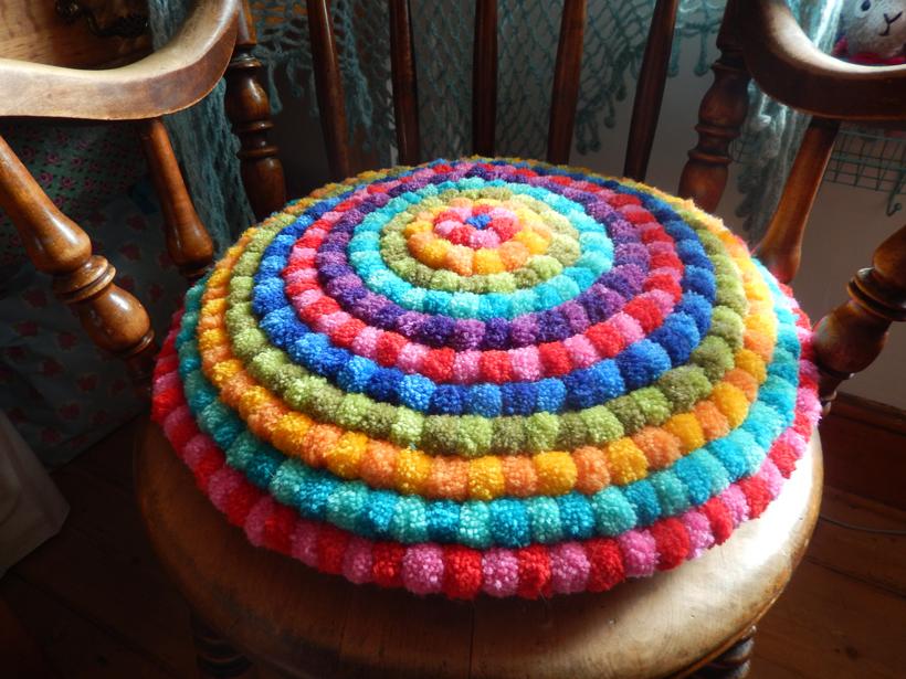 finished-pompom-cushion