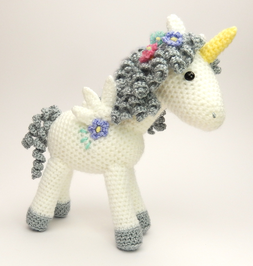 Shy Little Unicorn pattern by Ana Paula Rimoli - Ravelry | 861x820