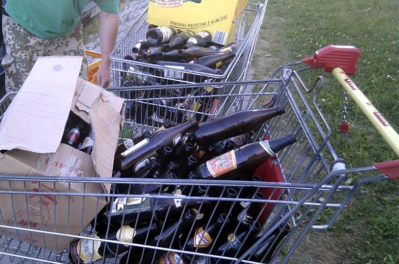 W sąsiednich Czechach nie ma problemu z oddaniem nawet takiej ilości butelek. Wrzucasz wszystko do automatu i odbierasz pieniądze w kasie supermarketu.