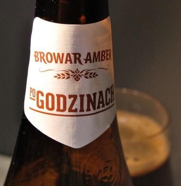 Amber Po Godzinach Russian Imprial Stout to piwo czarne, praktycznie nieprzejrzyste
