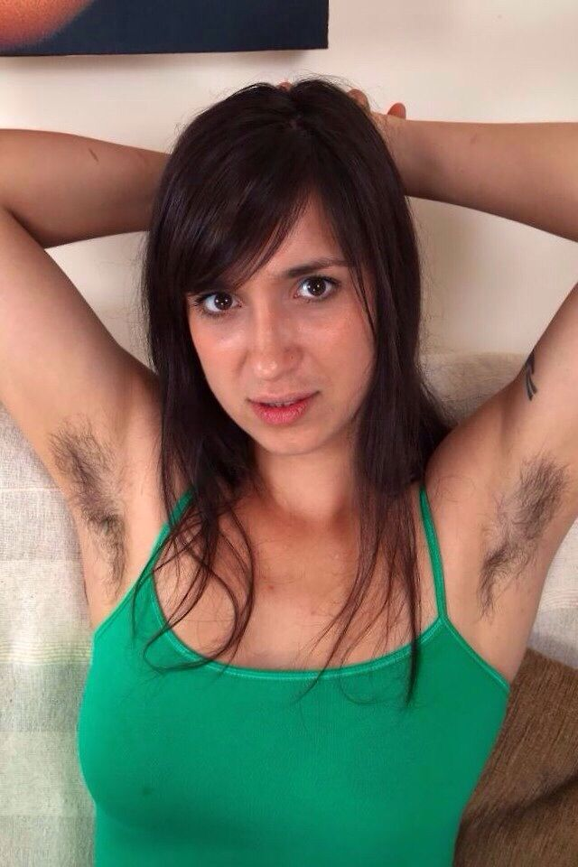 39 Photos Of Girls Showing Armpitwtf  - Mojly-2421
