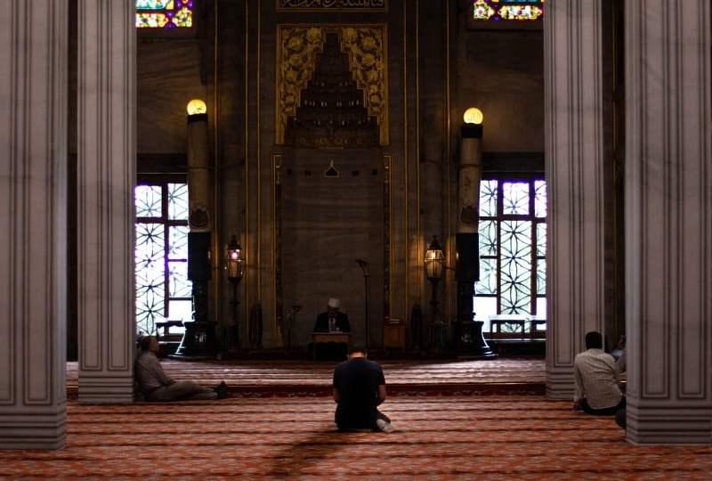 agama sama hasil beda
