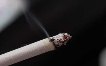 5 Cara Menghadapi Pemotor yang Merokok di Jalan, dari Sabar Sampai Brutal