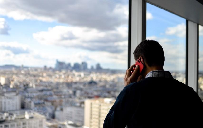 Mengungkap Alasan Mengapa Seseorang Menggerakan Anggota Tubuhnya Saat Berbicara via Telepon