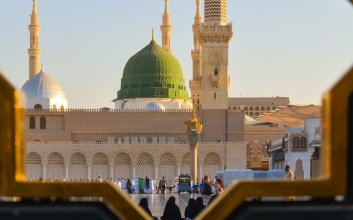 Menyoal Larangan Tidur di Atas Karpet Masjid