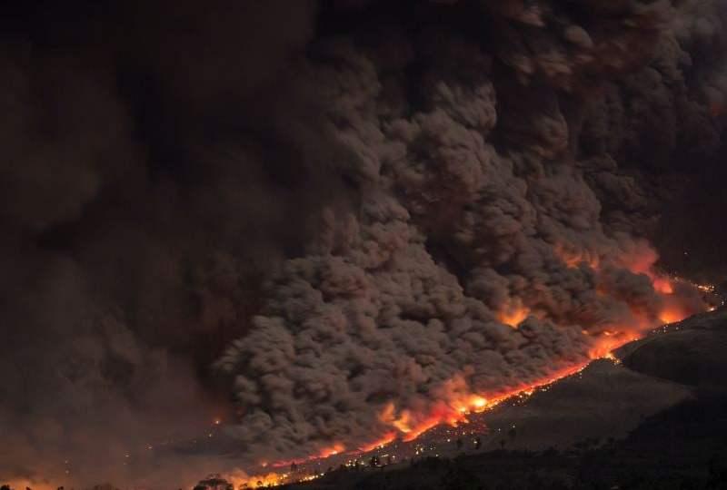 erupsi gunung sinabung bencana alam karena ulah manusia di indonesia mojok.co