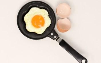 Tutorial Masak Telur Ceplok yang Aman dan Nggak Muncrat-Muncrat
