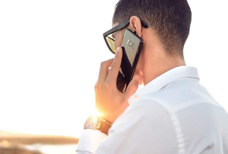 Menyalakan Speaker Saat Telepon tapi HP-nya Ditempelkan di Telinga? Kenapa sih?