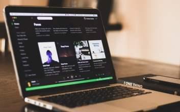 Apa Beli Akun Spotify Premium dan Netflix Lewat Olshop itu Pembajakan?