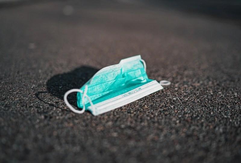 virus corona masker sampah kesehatan bekas pakai mojok.co