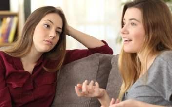 orang datang pas butuh doang sifat teman menyebalkan bikin dijauhi teman suka ngomong sendiri suka cerita tanpa ditanya nggak mau dinasihati mojok.co