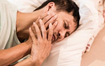 pantangan hal yang tidak boleh dilakukan kepada orang sakit gigi marah sakit demam mojok.co