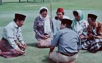 si doel anak sekolahan episode 2 musim 2 keluarga doel ziarah kampung babe GBK senayan lapangan golf mojok.co