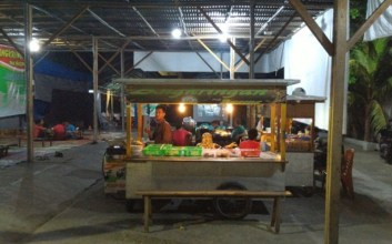 Curhat Penjual Angkringan Jogja yang Menganggap Kotanya Biasa Saja terminal mojok jalan malioboro kilometer nol km nol wisata jogja romantisme jogja