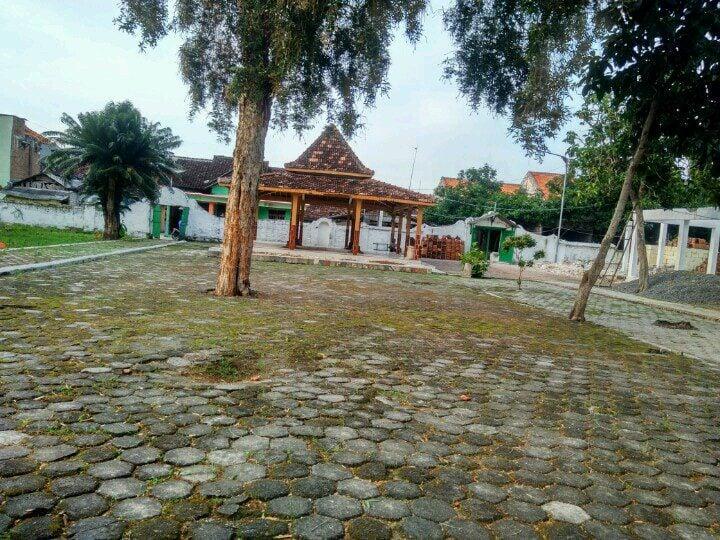 Bangunan bekas pesantren Sunan Bonang
