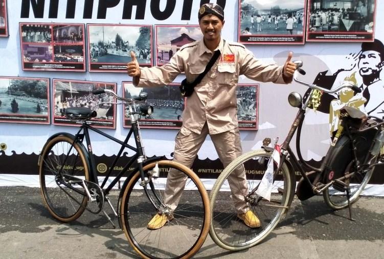 Hendra, kini menekuni jual beli sepeda onthel. Foto dok Hendra.