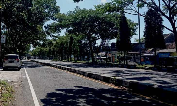 Ruas jalan di ring road Yogyakarta yang biasa dilewati anak muda untuk melepas kesedihan.