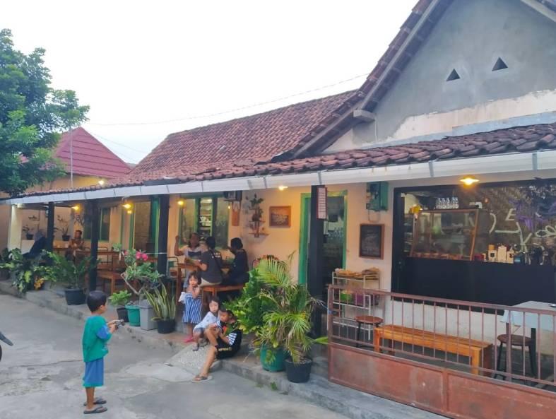 Suasana Kedai Rukun yang berada di tengah perkampungan. Foto Dok. Kedai Rukun