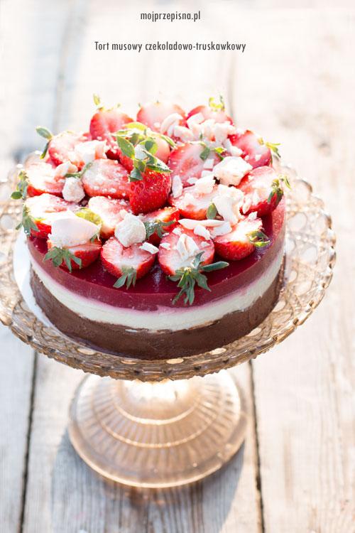 Tort musowy czekoladowo-truskawkowy