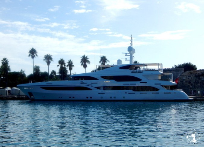 Mój Punkt Widzenia Blog - port na wypie Kos, przycumowany jacht