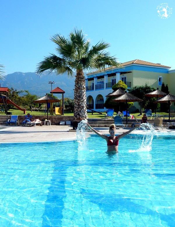 Mój Punkt Widzenia Blog -Słoneczna kąpiel w basenie, Grecja