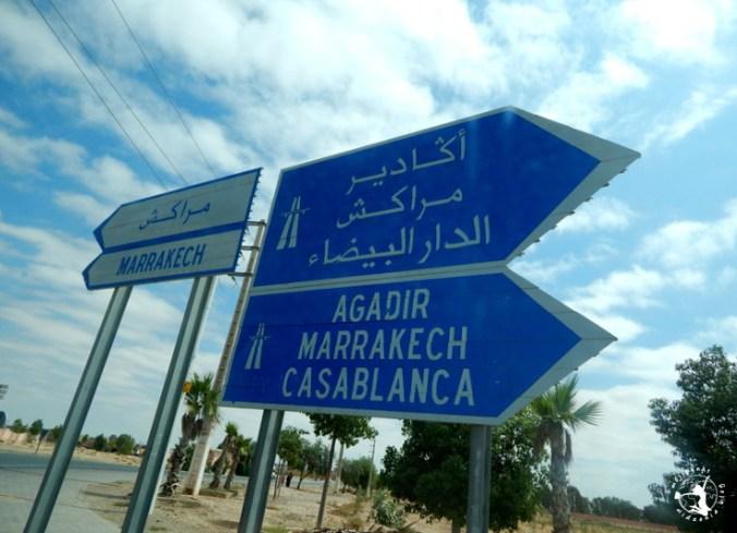 Mój Punkt Widzenia Blog - znaki drogowe w drodze do Marrakeszu, Maroko