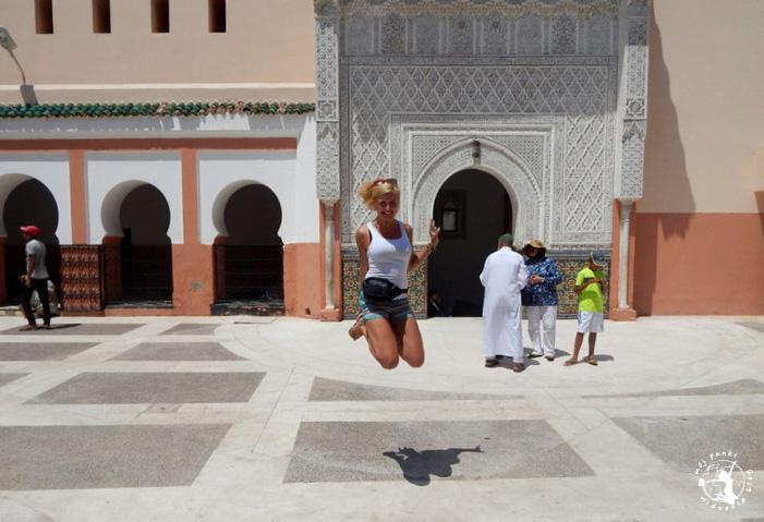 Mój Punkt Widzenia Blog - skok przy marokańskim Minarecie, Marrakesz