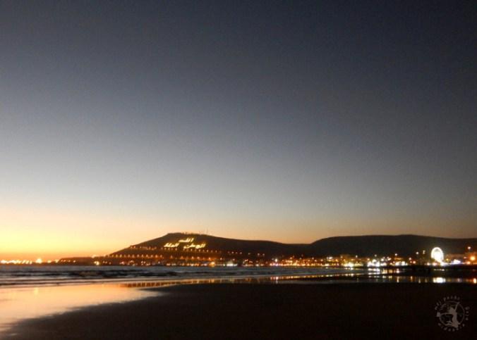 Mój Punkt Widzenia Blog - zachód słońca na plaży, góra Kasbah w Agadirze