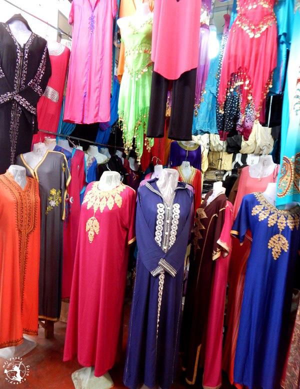 Mój Punkt Widzenia Blog - ubrania marokańskich kobiet na targowisku
