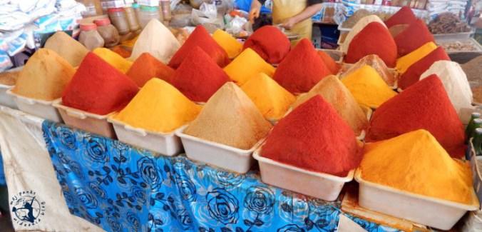 Mój Punkt Widzenia Blog - przyprawy na targu w Agadirze