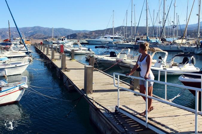 Mój Punkt Widzenia Blog - Port w Agios Nikolaos - łodzie i statki przycumowane do lądu, Kreta