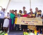 Governo do Pará entrega cheque moradia à famílias de Moju.