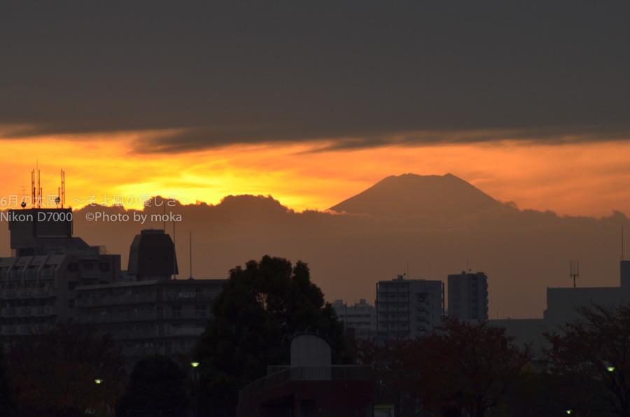 [6]遠いけど大きく見える富士山のシルエット