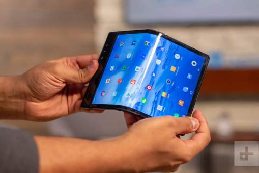 features of foldable smartphone
