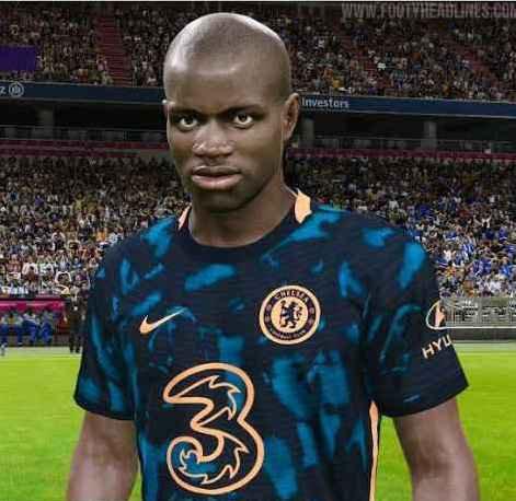Kante putting on Chelsea 22 third kit