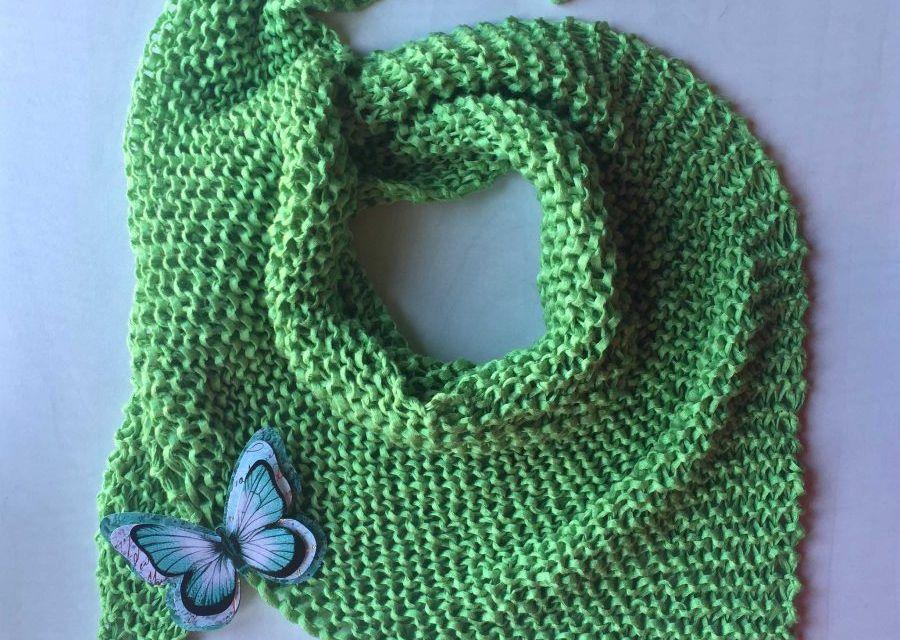 Patrón pañuelo primavera en verde, ideal para principiantes