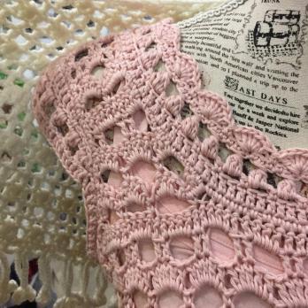 Vestido de ganchillo romantico en rosa sisas