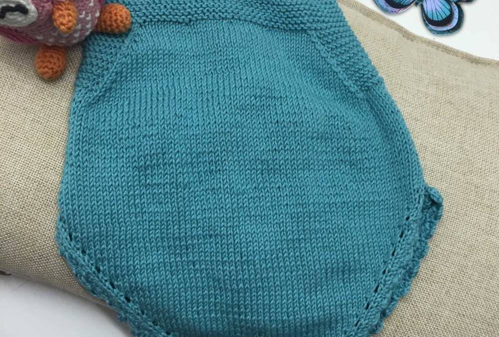 DIY clothing from baby with two needles, pattern of bib overalls.