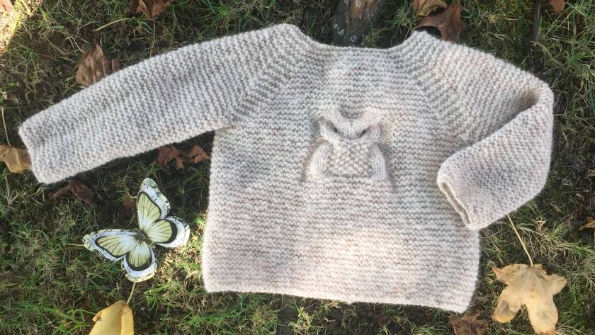 Free pattern, Knitted jersey owl with tutorial circular needle to make two rounds at a time.
