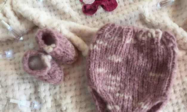 Cubrepañal y Patucos a tricot Fiocco