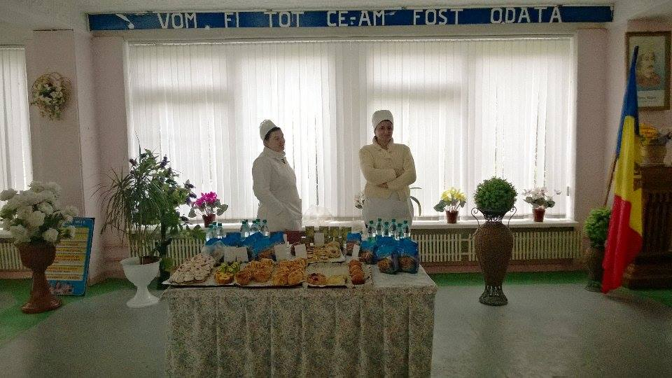 """Holul Liceului Teoretic """"Petru Rareș"""" unde este așteptată Maia Sandu. FOTO Ion Surdu"""